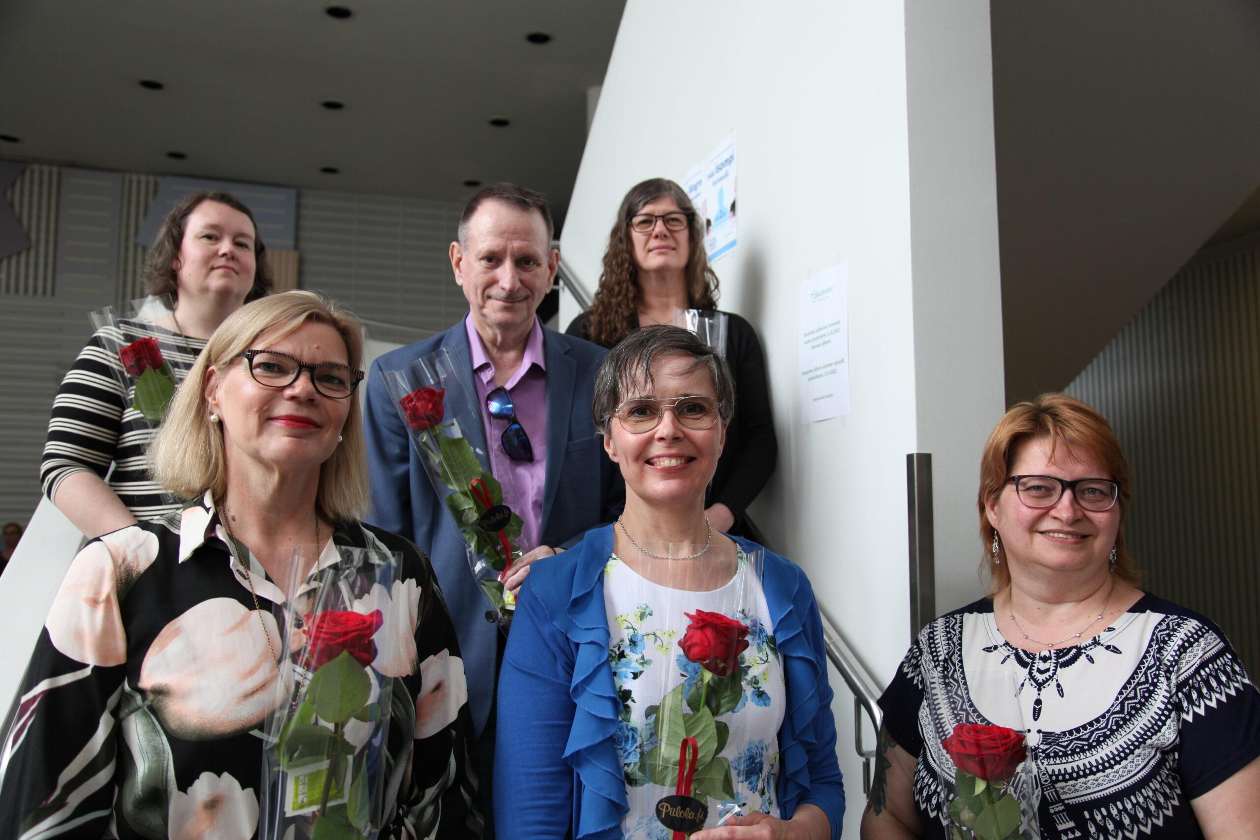 Ryhmäkuva uudesta hallituksesta Valkean talon aulan portailla.